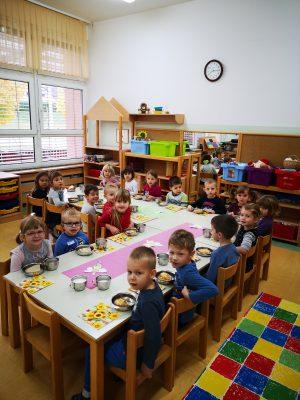 Tradicionalni slovenski zajtrk v oddelku Miške